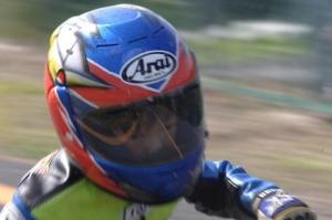 ヘルメットのシールドに映るコースがシャープに出てよかった